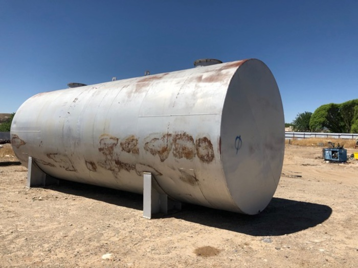 HB18245 tanks 20,000 gallon 11' diameter x 28 feet long w stands steel