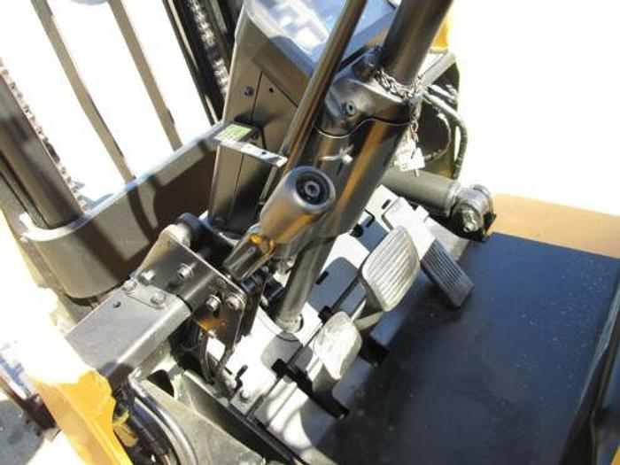 "CATERPILLER / MITSUBISHI MDL FGC25 PROPANE FORKLIFT 5000 LB CAP. 130"" MAX HEIGHT"