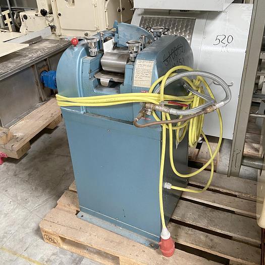 Gebraucht gebr. Labor-Dreiwalzwerk PASCAL mit ca. 130 mm Walzenbreite.