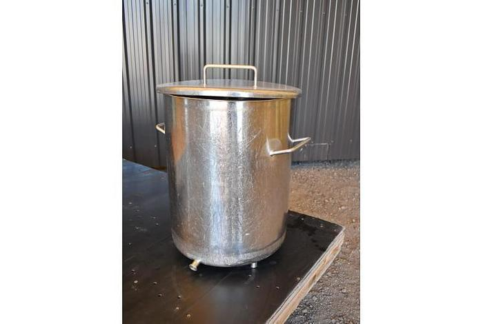USED 10 GALLON TANK, STAINLESS STEEL, SANITARY