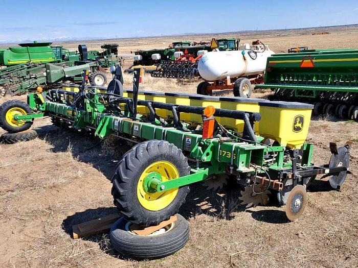 Used 12R22 John Deere 1735 Beet Planter