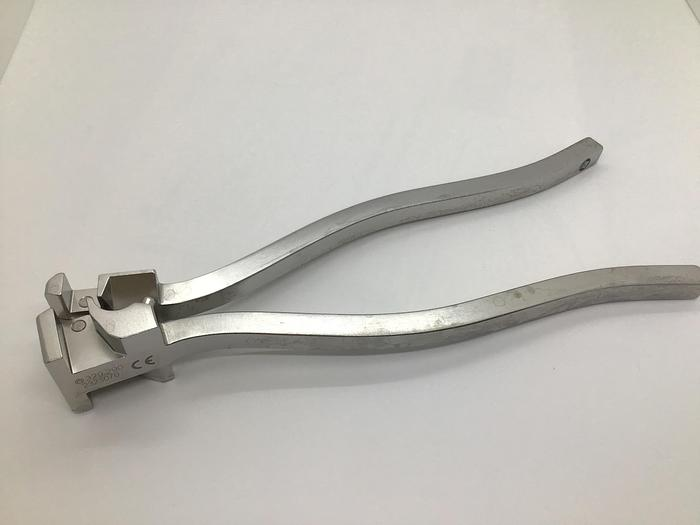 Used Synthes Bending Pliers 329.290