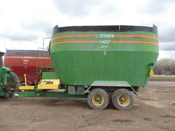 Used Loewen 1402 Vertical Feed Mixer