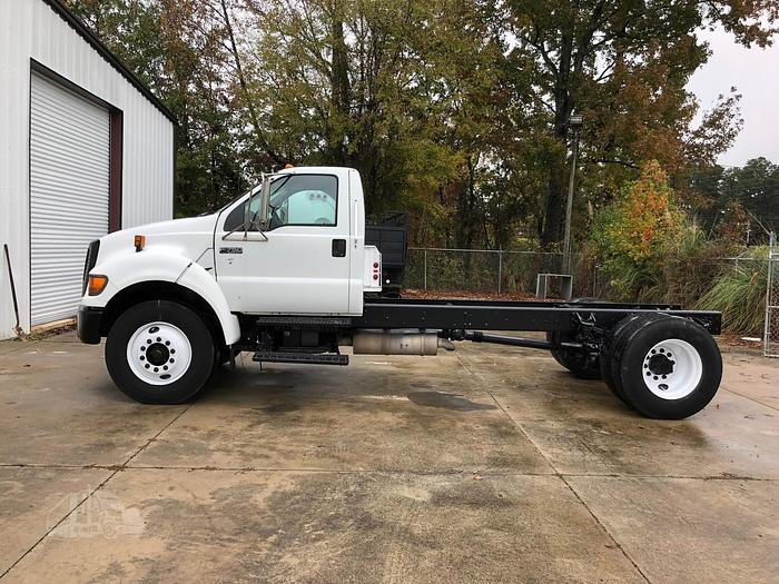 2004 FORD F750 Cab & Chassis Truck