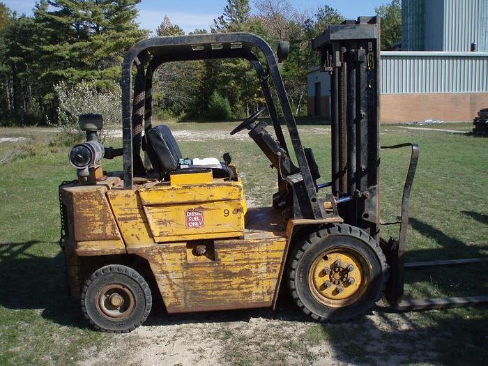 Used 5,000 lb. CATERPILLAR Model V50D Forklift; Pnumatic Tires; Diesel