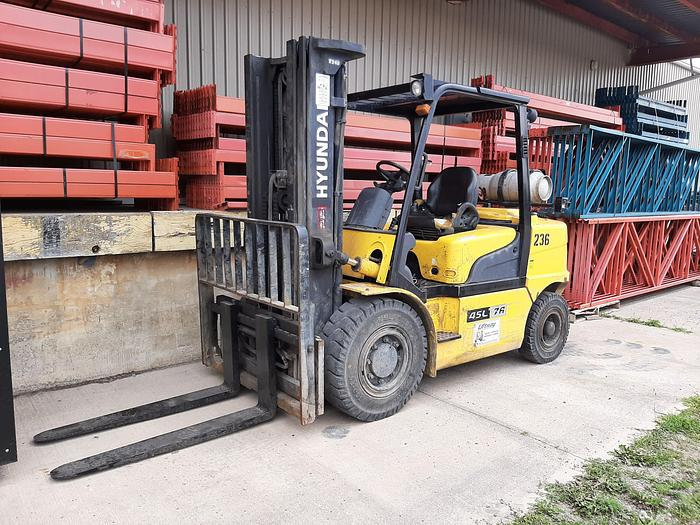 Used 2013 Hyundai 45L-7A Pneumatic Tire Forklift