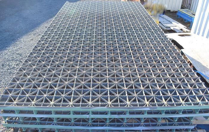 Used Unknown used HEAVY-DUTY SERRATED GALVANIZED WELDED GRATING, Used bridge grating, chicago bridge grate pattern