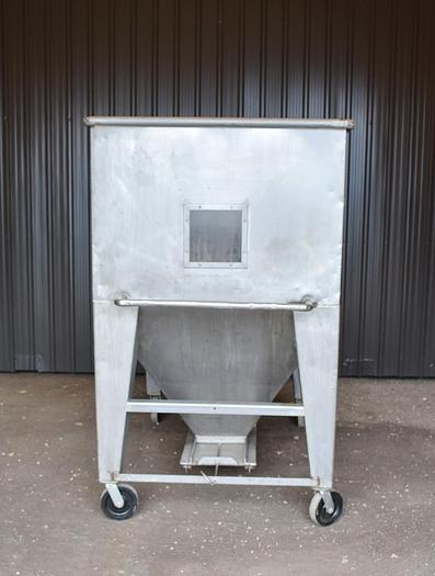USED 700 GALLON STAINLESS STEEL TANK (TOTE)