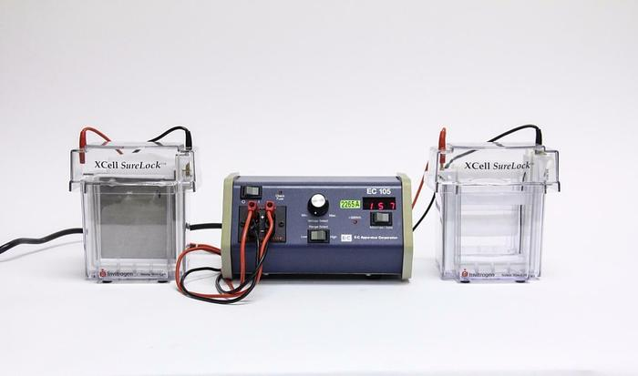 Used Invitrogen XCell SureLock Electrophoresis Cell & EC 105 Power Supply Lot(2265A)