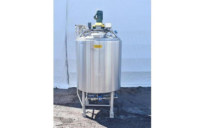 Used USED 1000 GALLON STAINLESS STEEL MIX TANK, SANITARY & INSULATED WITH LIGHTNIN SERIES 10 MIXER