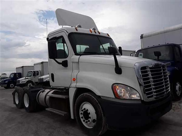 Used 2014 FREIGHTLINER CASCADIA