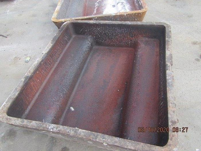 Used 2000 lb. Low-Profile Sow Molds: MC-446