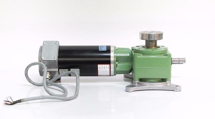 Lenze Permanent Magnet Motor 13.120 Logitech w/ Worm Gear Box Drive 52.509 (5392