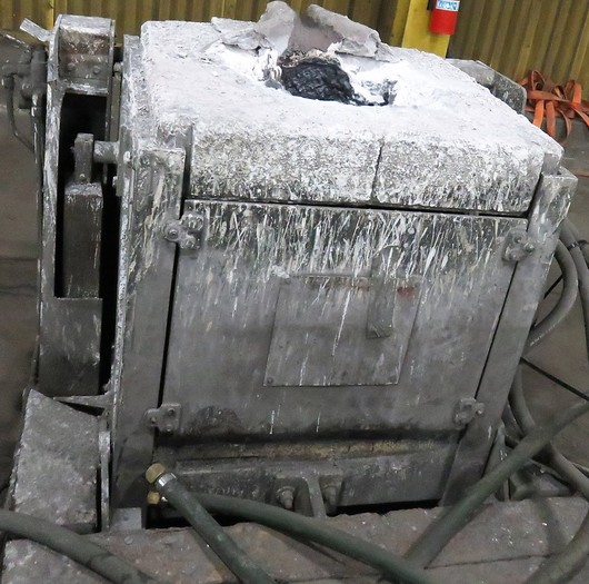 1990 INDUCTOTHERM 500 LB FURNACE BOX