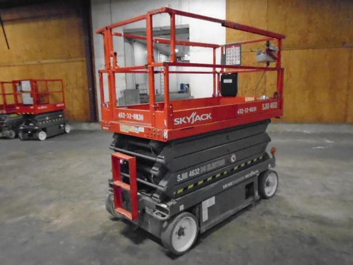 Used 2013 SKYJACK SJIII 4632 2WD DC Scissor Lift