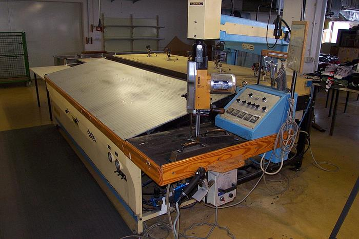 Dämpf- u. Zuschneidemaschine STIPAC  Mod. D 105 220 cm