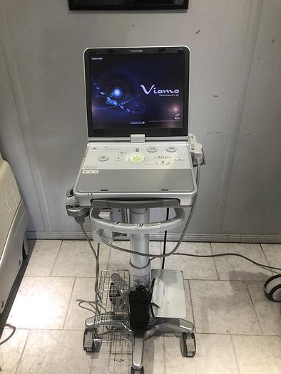 Gebraucht Toshiba Viamo Ultraschallsystem mit 1x Sonde auf Trolley