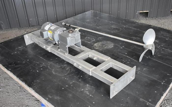 USED TOP ENTRY MIXER, 0.75 HP, WITH STAINLESS STEEL BRIDGE