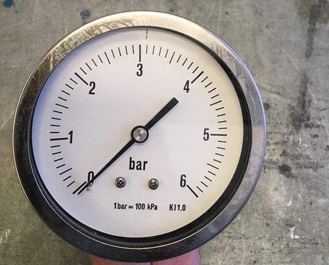 Used Axial Pressure Gauge 0-6 bar