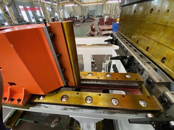 Used AccurlUSA 2200T X 58′ GeniusGiant CNC Tandem Press Brake