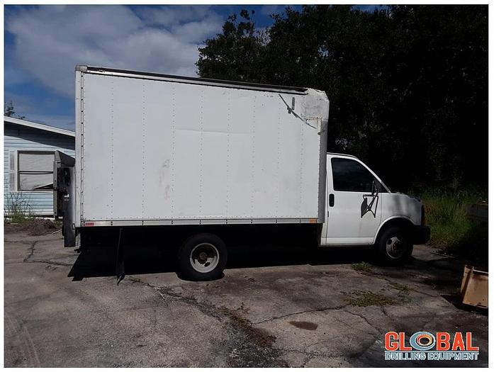 Used Item 0780 : 2003 Chevrolet Express G3500 Box Truck