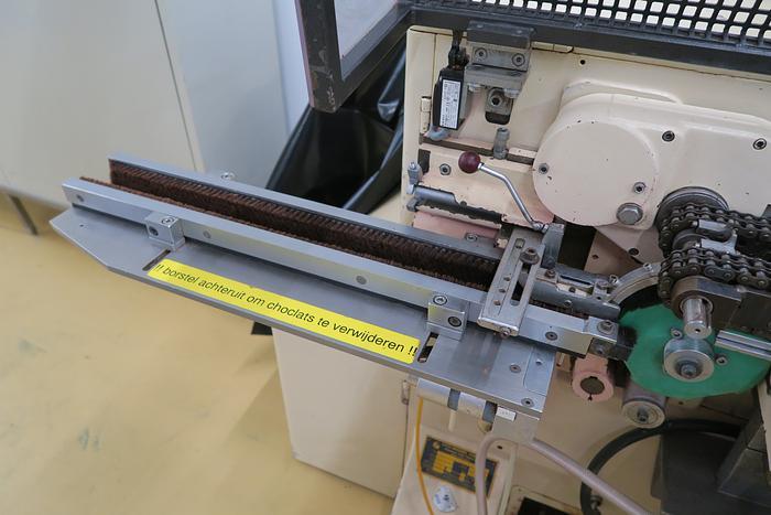 OTTO HANSEL CHOCOLATE NEAPOLITAN WRAPPING MACHINE
