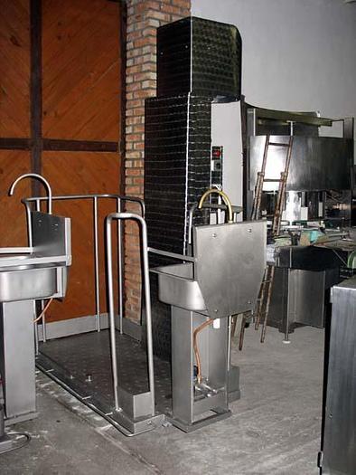 Używane Nierdzewne podesty śrubowe z umywalką i sterylizatorem