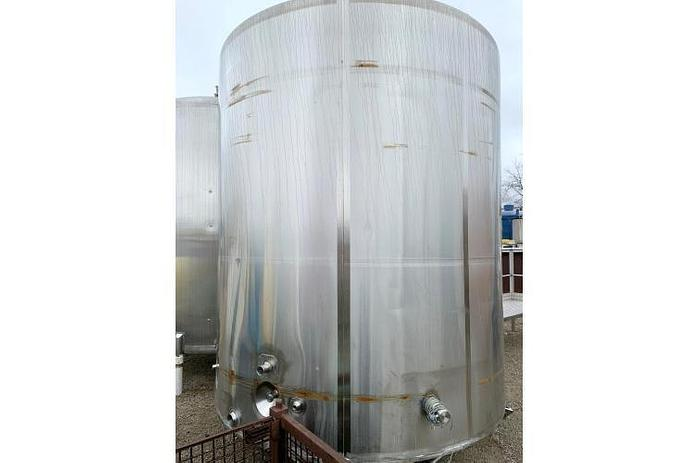 USED 3000 GALLON TANK, STAINLESS STEEL, INSULATED, WITH MIXER