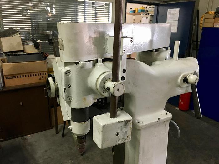 Zentrierbohrungs - Schleifmaschine HENNINGER ZS 150