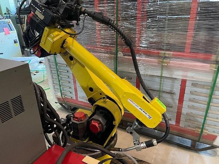 Used FANUC ARCMATE 120iB/10L WITH R-30iA CONTROLS, CABLES, TEACH PENDANT, LINCOLN 455 WELDING POWER SUPPLY, WELD GUN, WIRE FEED