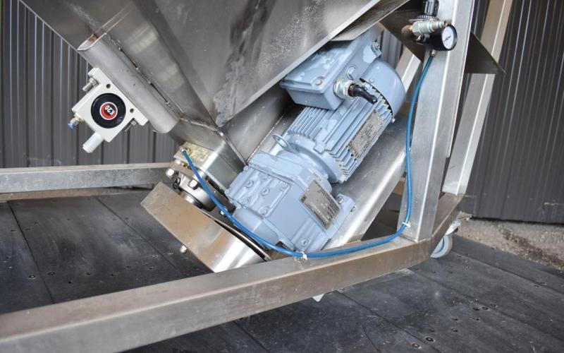 USED SCREW CONVEYOR/BAG DUMP STATION, 6'' DIAMETER X 96'' LONG, STAINLESS STEEL