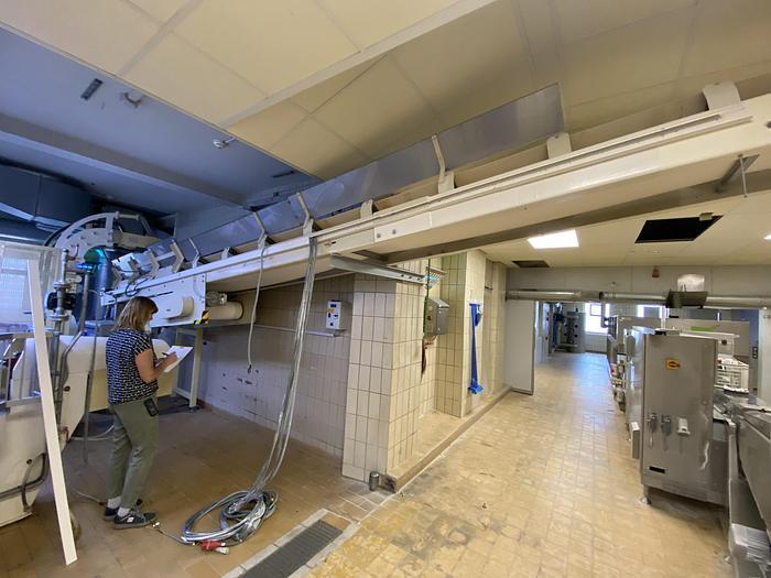 Gebraucht gebr. Muldenförderband mit 500 mm Arbeitsbreite und ca. 7 m Länge mit einem Transportband 500 mm