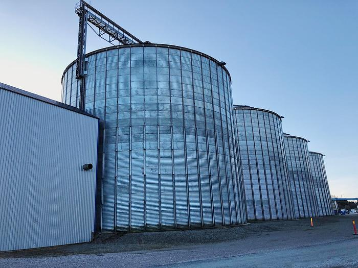 Used Phenix Rousies Industries Grain / Pellet silos with feed system