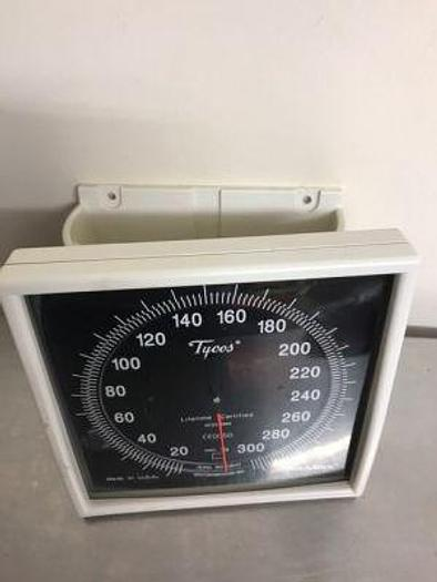 Sphygmomanometer wall mount welch allyn