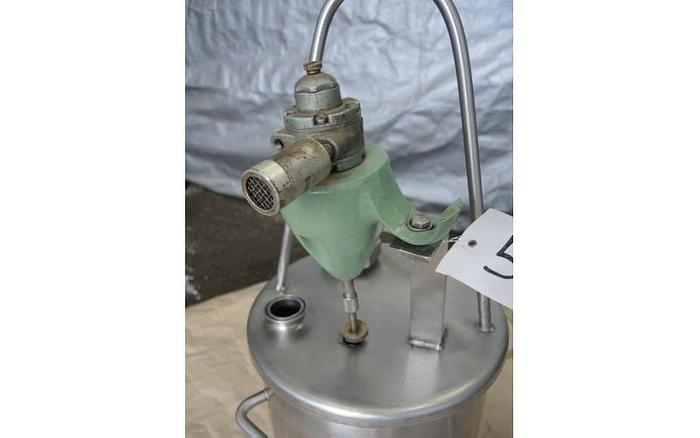 USED 5 GALLON TANK, STAINLESS STEEL, SANITARY WITH AIR MIXER