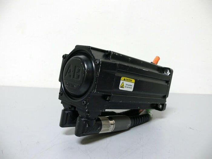 Used Allen Bradley MPL-B330P-MK74AA Kinetix Brushless AC Servo Motor 460V 5000 Rpm