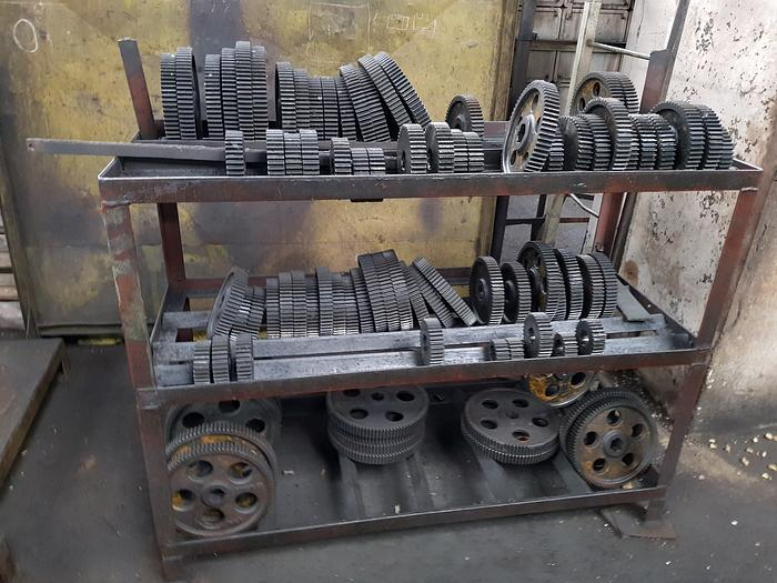 Gear hobbing machine ZFWZ2000/3