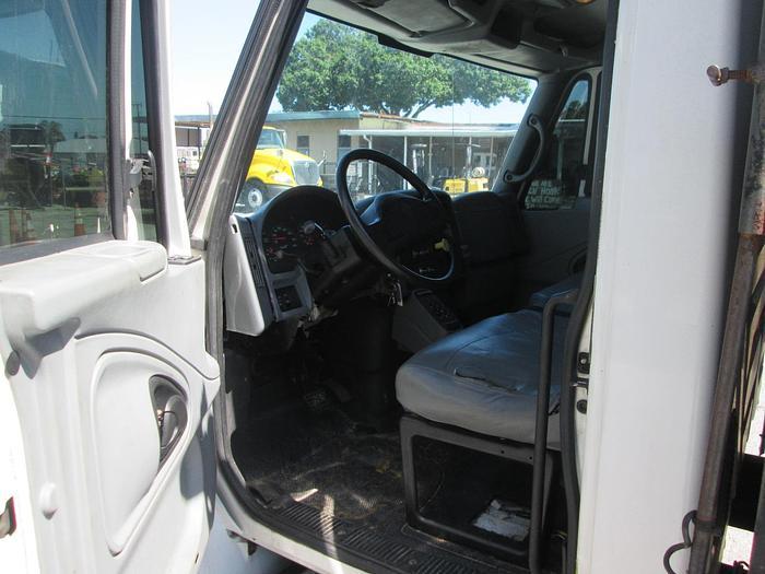 2005 International 4300 Attenuator Truck