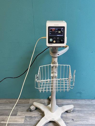 Gebraucht Philips SureSigns VS2+  Monitor auf Trolley mit Blutdruckmanschette