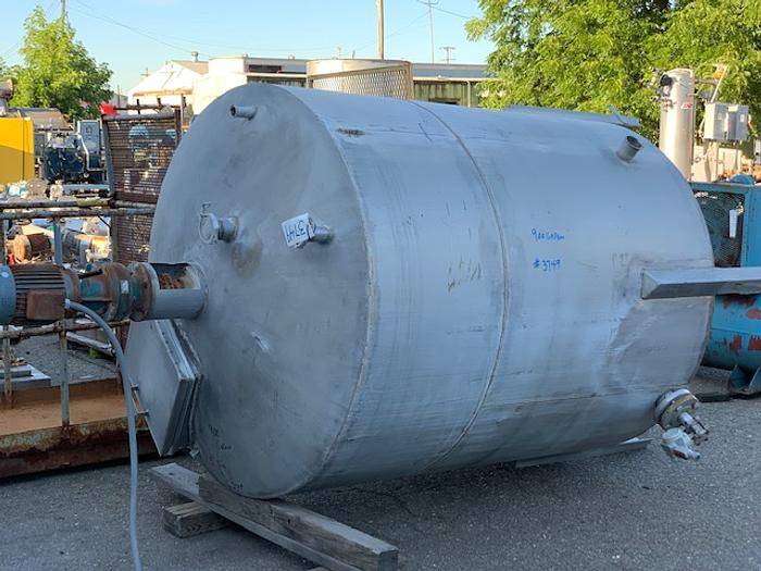 900 Gallon Vertical Stainless Steel Agitated Tank