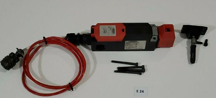 Used *PREOWNED* Banner SI-LS42DMI Safety Switch W/ Lock &  Mounting Bolts + Warranty