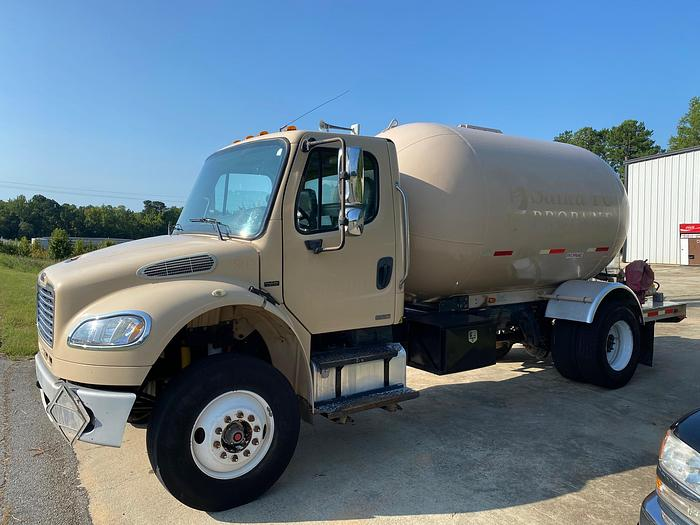 Used 2009 FREIGHTLINER BUSINESS CLASS M2 106