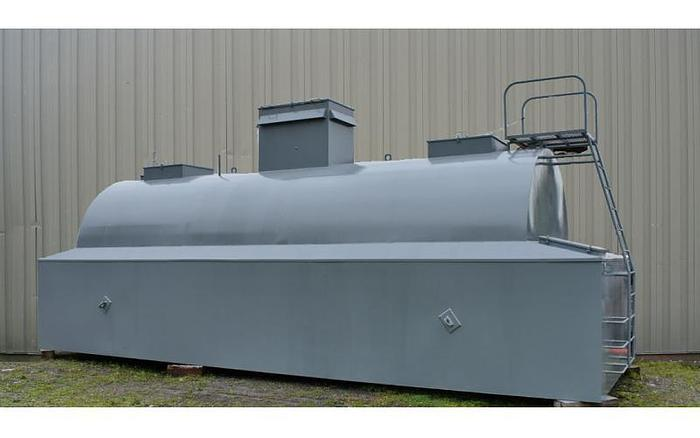 USED 6950 GALLON TANK, 304 STAINLESS STEEL, HORIZONTAL, WITH DIKE TANK