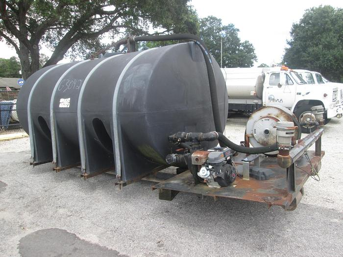 Used 3000 Gallon Poly Tank with Spray Rig