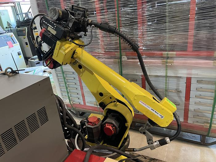 Used FANUC ARCMATE 120iB/10L MIG WELDING ROBOT WIRE FEEDER, TORCH, LINCOLN POWER WAVE 455M