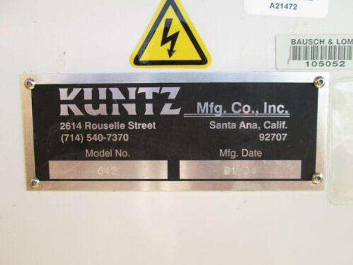 2004 KUNTZ MODEL 642 SMALL LIQUID SILICONE INJECTION MOLDER W/ TONS OF TOOLING