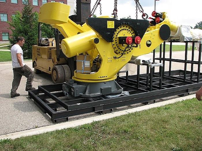 2017 LIKE NEW USED FANUC M2000iA/900L 6 AXIS ROBOT 900kg CAPACI