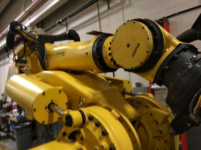 2012 FANUC  M900iB/700 6 AXIS CNC ROBOT WITH R30iB CONTROLLER  & 7TH AXIS 15' LONG TRACK.