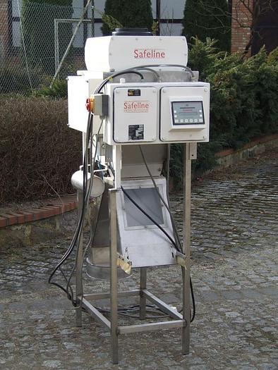 Używane Pionowy, rurowy detektor metalu Safeline do produktów sypkich