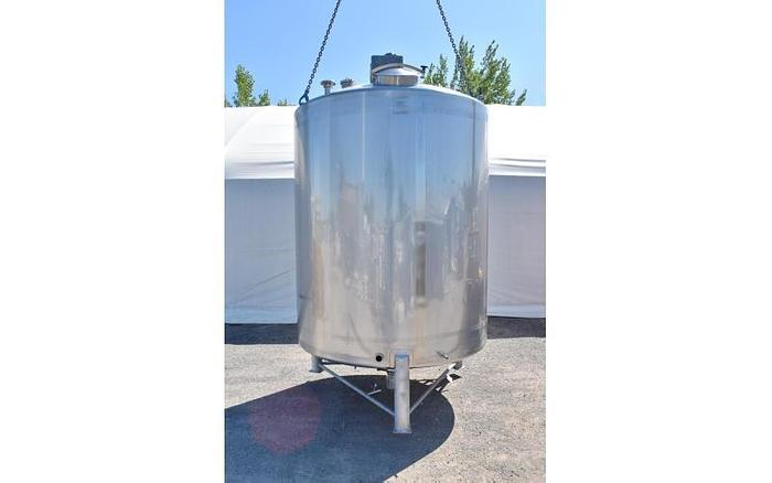 USED 4000 GALLON TANK, STAINLESS STEEL, SANITARY WITH SWEEP AGITATION